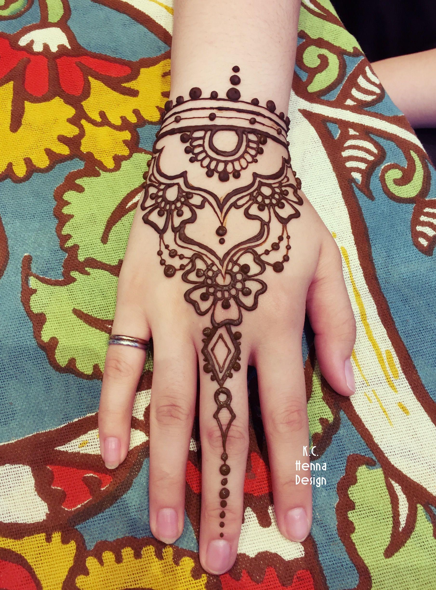 Сколько держится мехенди и как рисовать хной на коже?