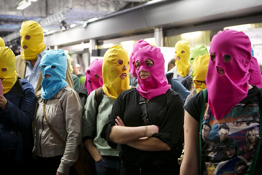 Pussy riot, россия - деловой квартал
