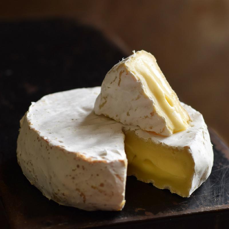 Сыр бри и камамбер: есть ли разница между этими сортами - cheesewiki.ru