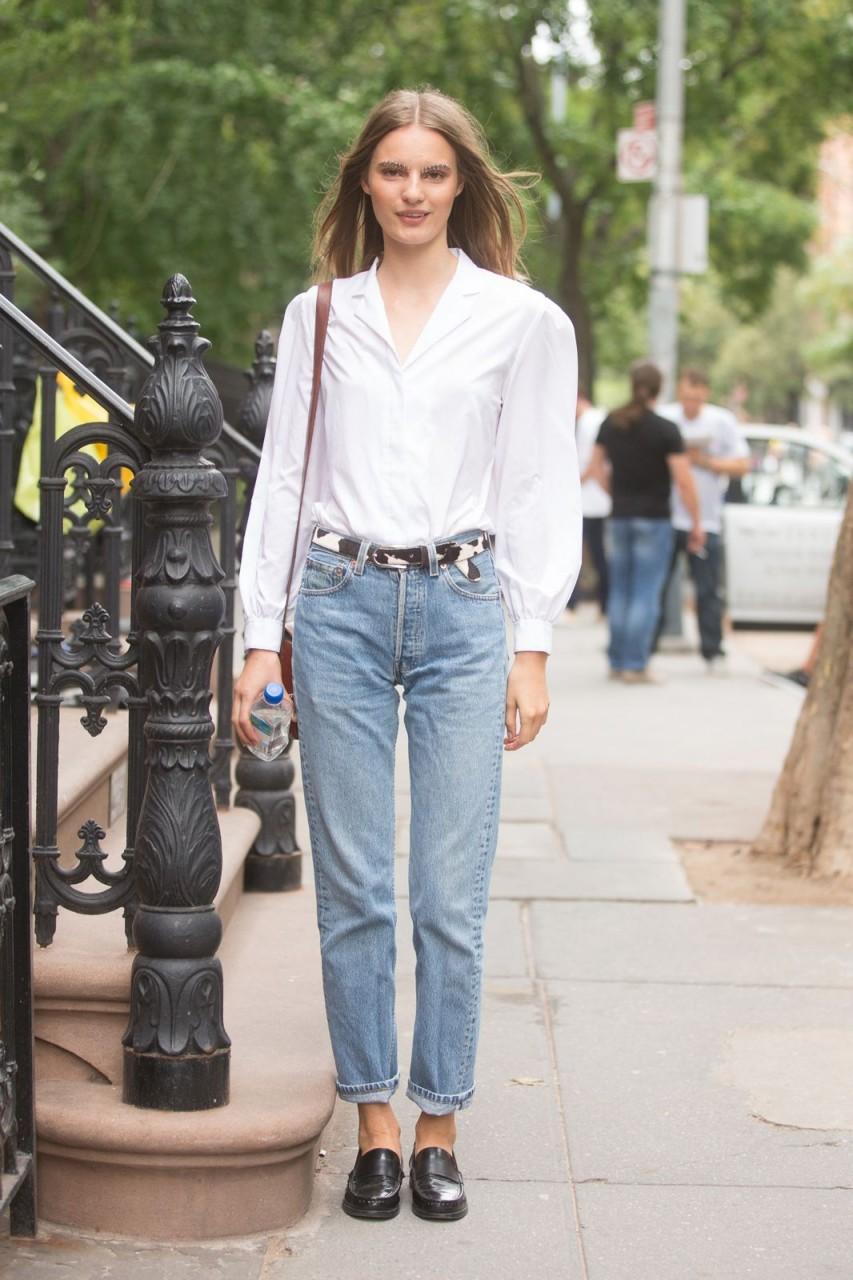 С чем носить джинсы мом - модные образы 2020