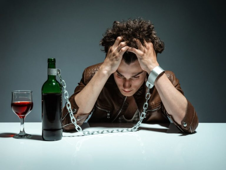Алкогольный делирий — длительность синдрома, симптомы, видео, способы лечения