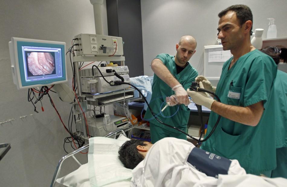 Как делают колоноскопию кишечника: показания, методика и результаты