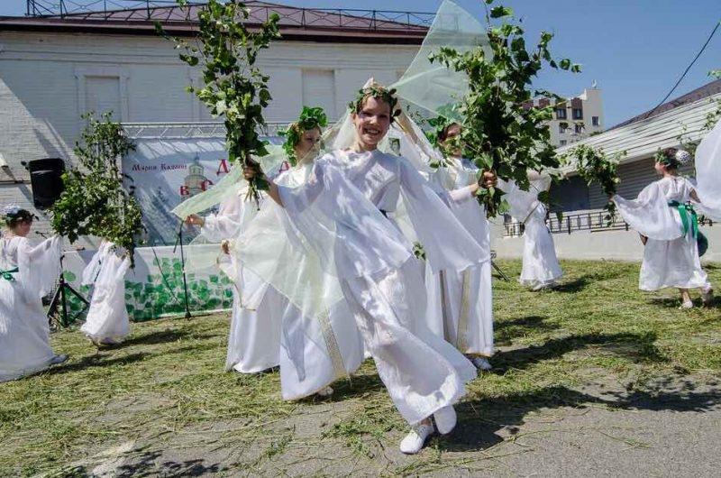 24 мая 2018 года отмечается праздник семик - поминаем усопших и гадаем на любовь!