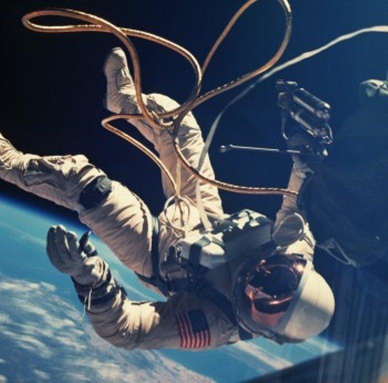 """Что такое гравитация простыми словами. """"нулевая гравитация"""" в принципе существует?"""