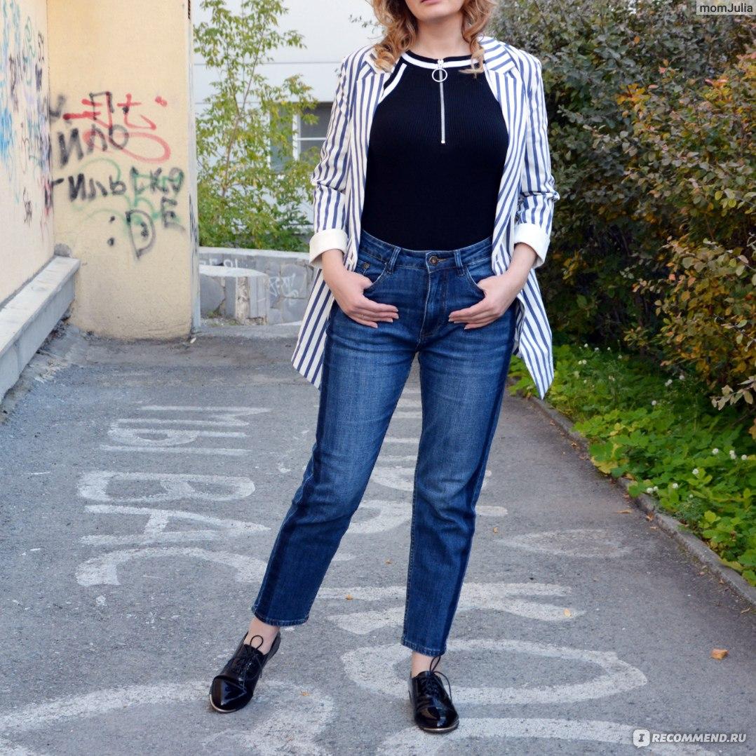 Модные женские джинсы-мом – черные, белые, для полных девушек, как должны сидеть, с чем носить mom's jeans зимой, летом, с какой обувью?