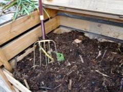 Удобрение торфом осенью: верховым, низинным, какие отличия для почвы