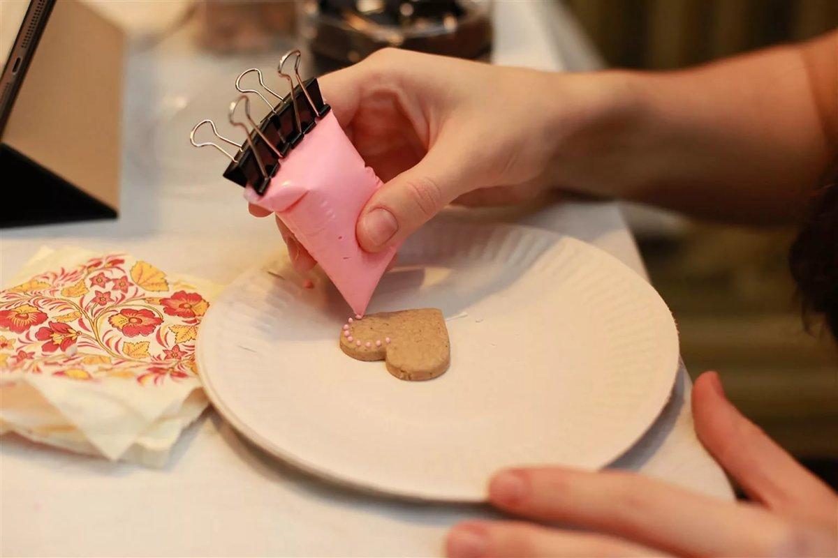 Как сделать айсинг в домашних условиях — мастер-классы. рецепты айсинга для пряников и тортов. как украсить десерт айсингом. как сделать айсинг в домашних условиях - рецепты с фото