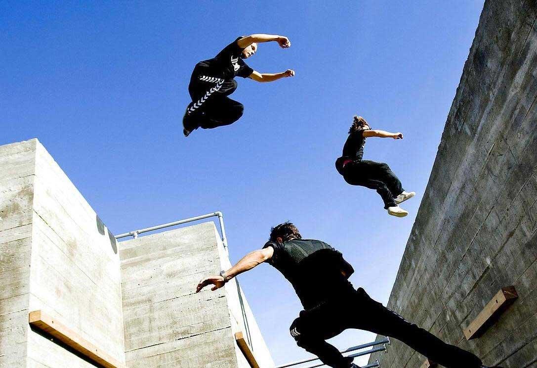 Паркур для начинающих: как перелезть стену, забор, перепрыгнуть крышу | brodude.ru
