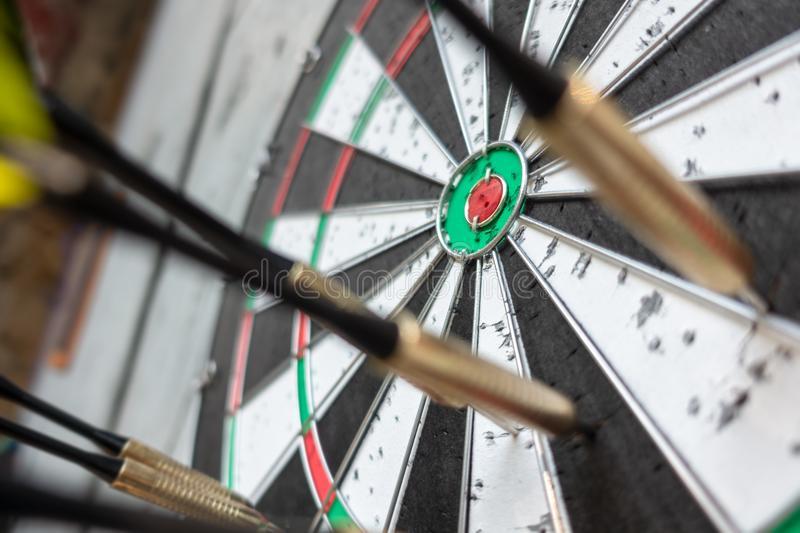 Правила игры в дартс (301 и 501): как считать очки, техника броска