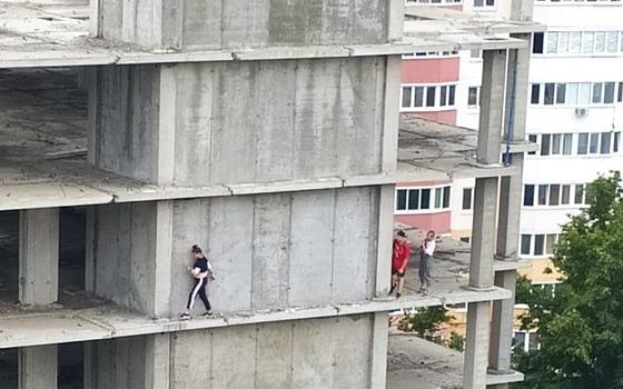 """Эксперты: москвичи должны самостоятельно выбрать судьбу """"ямы"""" на хохловской площади"""