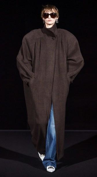 Пончо (113 фото): что это такое, зимние, женские, пончо из искусственного каракуля, с капюшоном