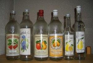 Шнапс: что это такое, чем отличается немецкий, австрийский, мятный, яблочный, грушевый, вишневый напиток, сколько градусов, из чего делают