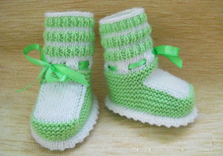 Пинетки — это детская обувь.