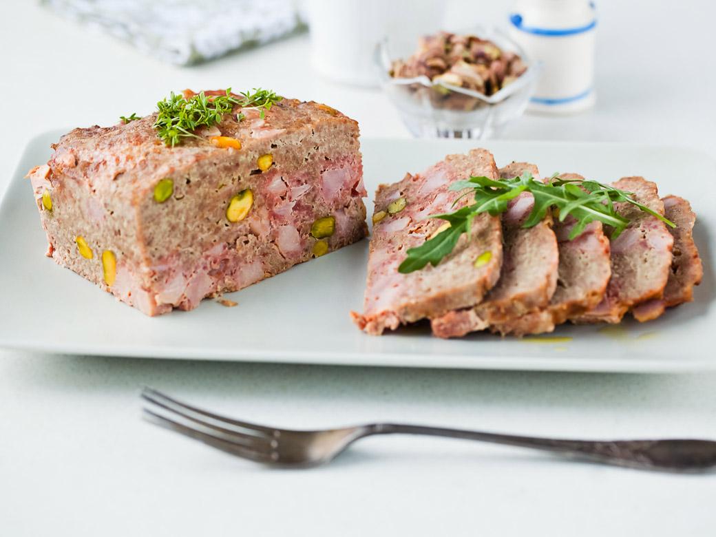 Галантин - классические рецепты из курицы, утки, с добавлением фарша, фисташек и сыра