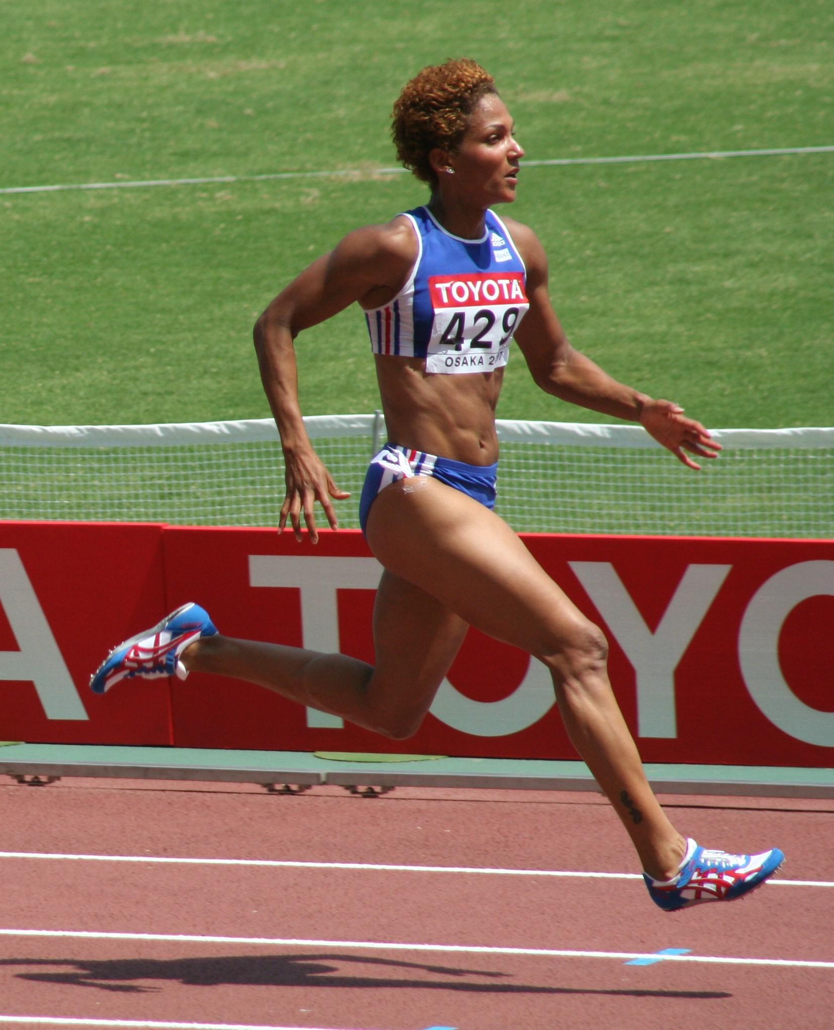 Эстафетный бег: правила соревнований, виды дистанции, палочка и ее передача
