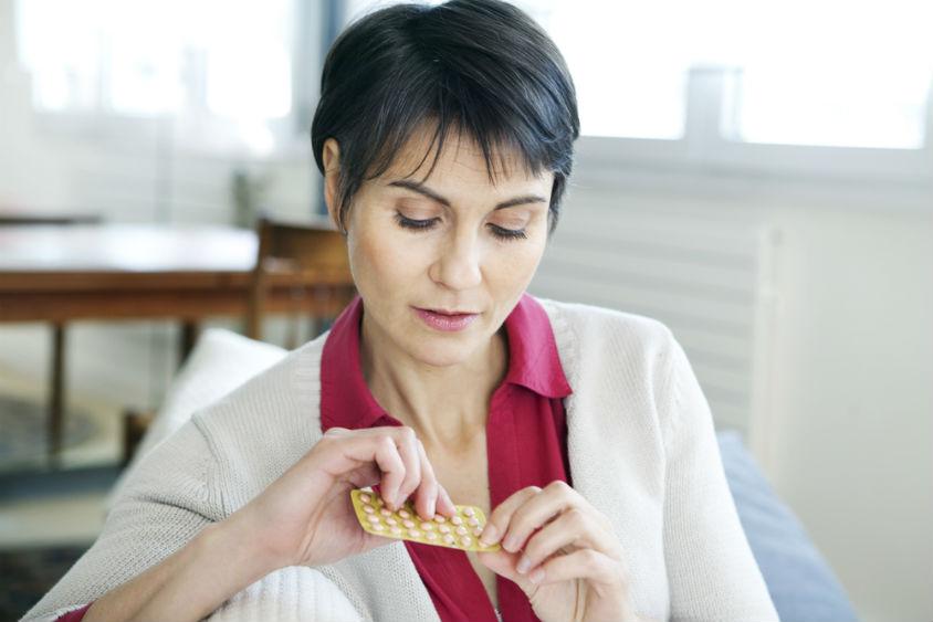 Заместительная гормональная терапия у женщин при климаксе: что это такое