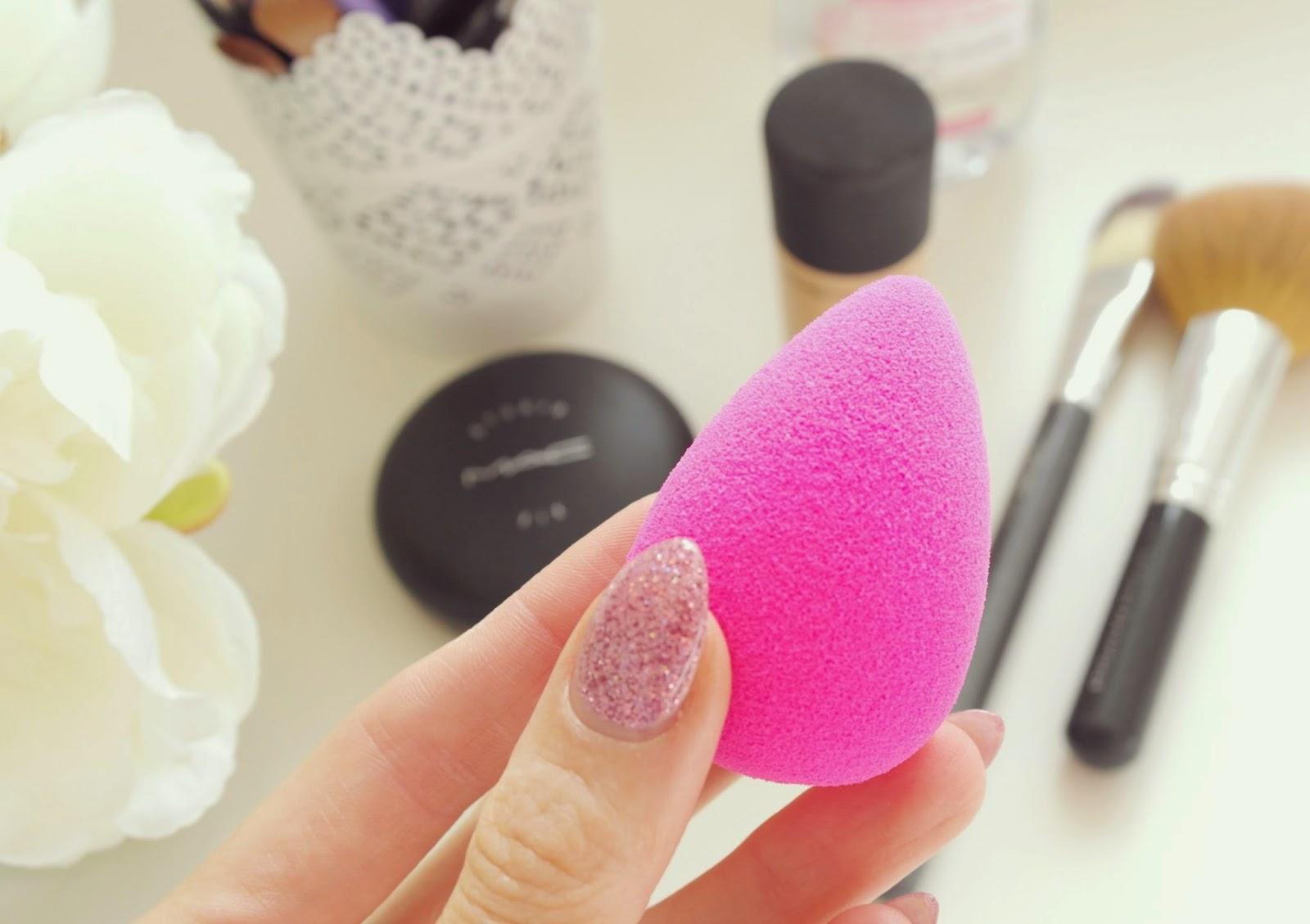 Спонж для макияжа: что это такое, как пользоваться, как сделать своими руками