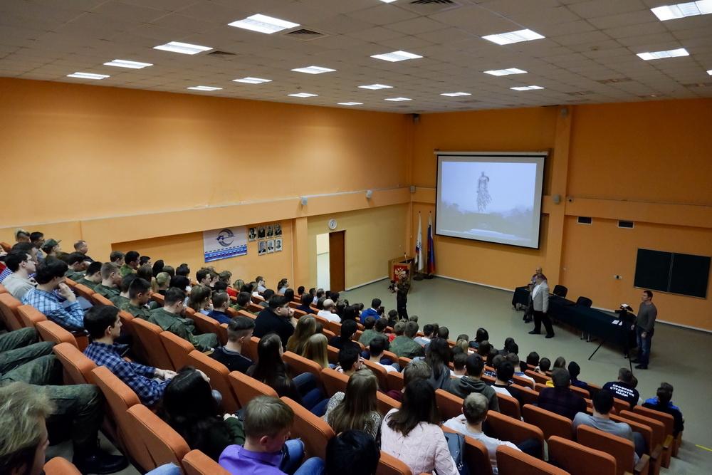Тема: лабораторная работа «изучение треков заряженных частиц по готовым фотографиям» | авторская платформа pandia.ru