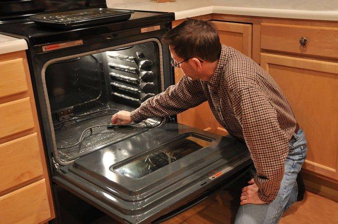 Гидролизная очистка духового шкафа: что это такое?