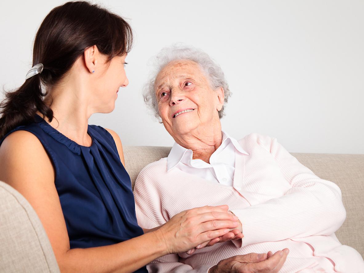 Деменция у пожилых людей: симптомы, лечение и уход, лекарства, как проявляется?