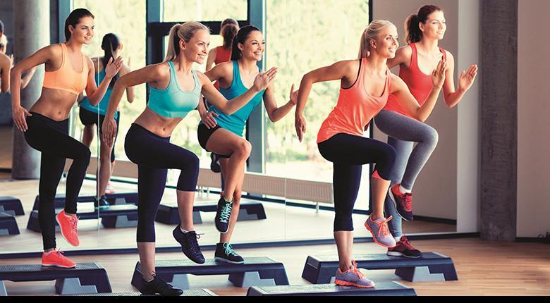 Что такое степ-аэробика: значение, польза, виды, занятия в домашних условиях для похудения