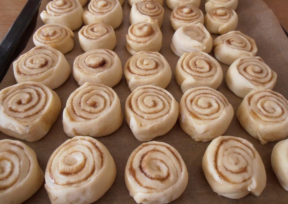 Вкусные булочки «синнабон» со сметанным кремом