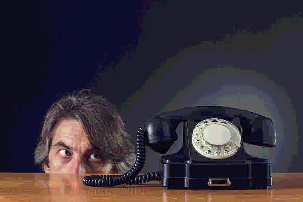 Звонят и молчат в трубку - что делать? причины обзвона