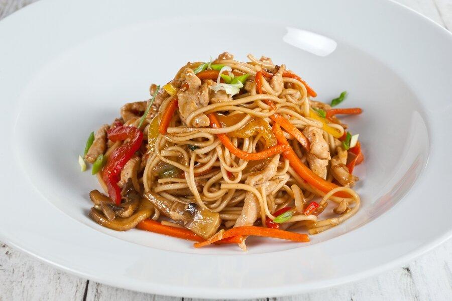 Удон с курицей и овощами рецепт с фото пошагово и видео - 1000.menu