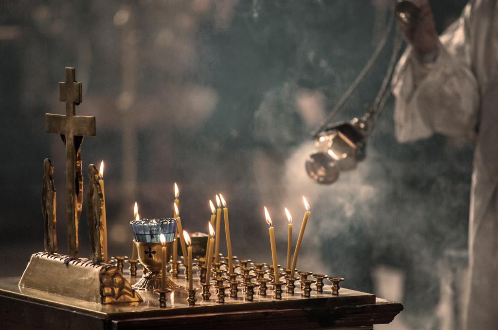 Чем отличаются молебен от панихиды и как заказать служение
