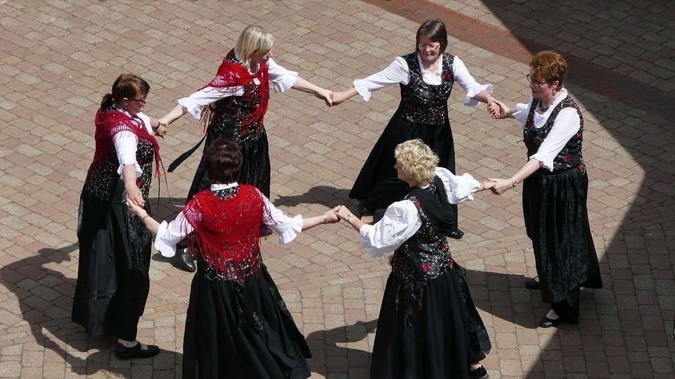 Что такое:: хороводные игры — ikirov.ru - новости кирова и кировской области