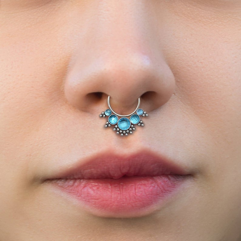 Пирсинг перегородки носа (септума): как ухаживать за серьгой, что делать при заражении?