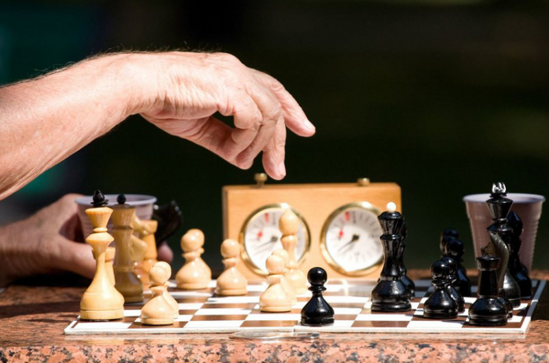 How to play chess online for free?
