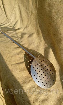 Шумовка (28 фото): что это такое? модели с деревянной ручкой для казана, из нержавеющей стали и сетчатые из силикона