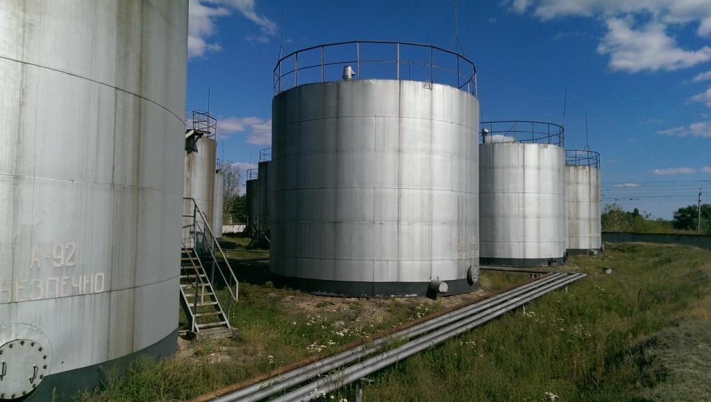 Устройство резервуаров для нефтепродуктов, виды и характеристики