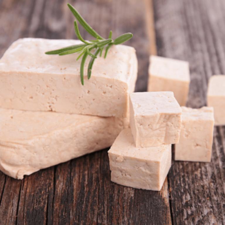 Молочные продукты: описание, польза и вред, список, и какие есть виды, что к этой пище не относится, чем полезным для организма можно заменить при отказе от молока?