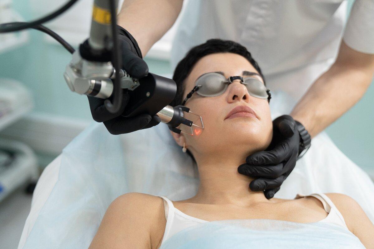 Лазерная шлифовка лица: виды и особенности процедуры