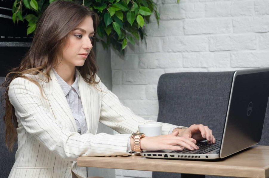 Что такое девушка модель веб чата девушки на работе частное фото