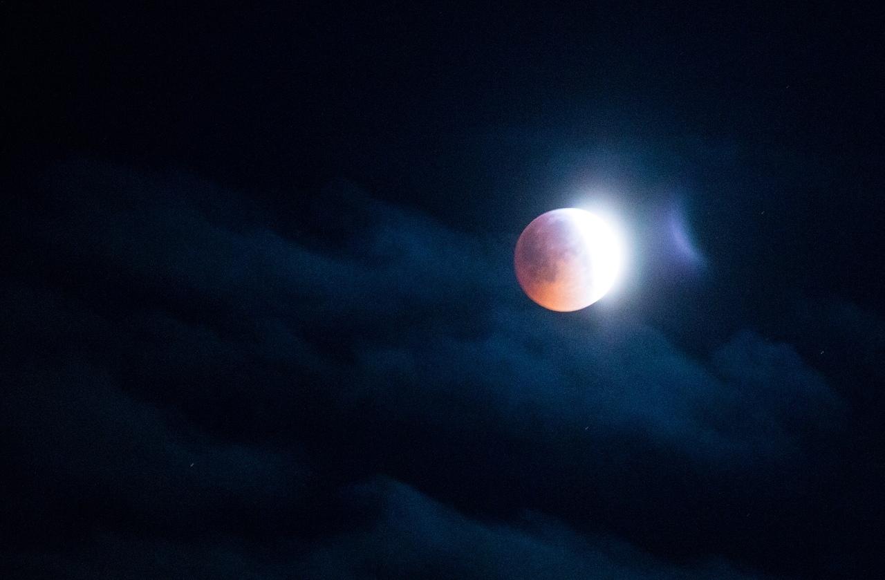 Лунное затмение: характеристика, причины, время, виды (фото)