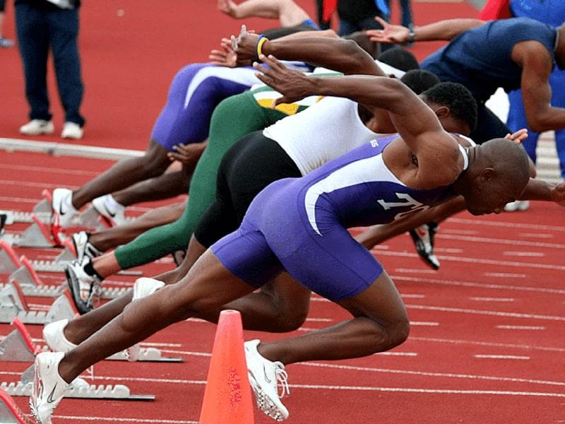Низкий старт в спринте. 100 великих спортивных достижений