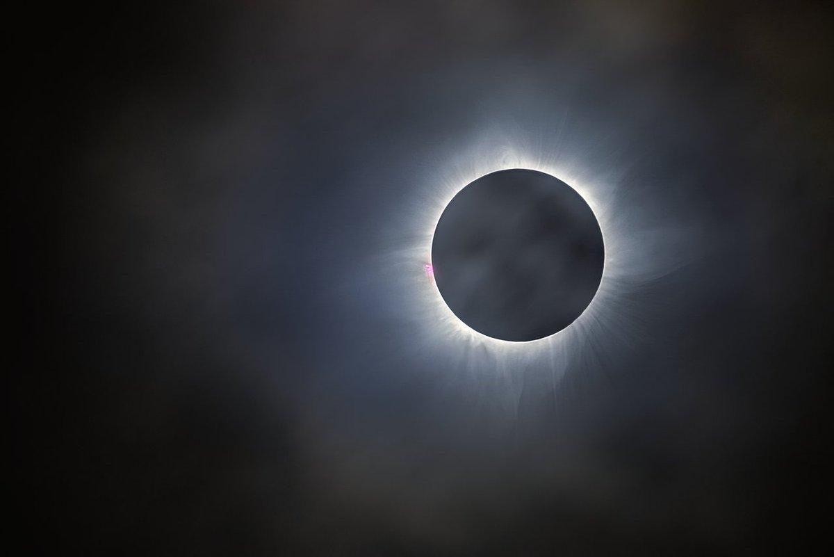 Почему происходит солнечное затмение?
