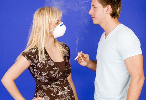 Пассивное курение: какие опасности подстерегают некурящего человека?