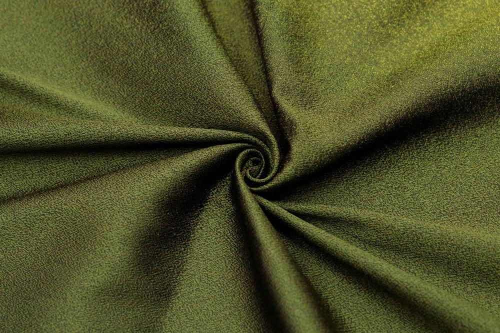 Что такое полиэстер и как выглядит ткань: свойства, плюсы и минусы