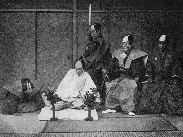 Харакири, чем отличается от сеппуку, ритуальный нож - танто, самоубийство девушки-самурая, какая этическая сторона церемонии и современное отношение