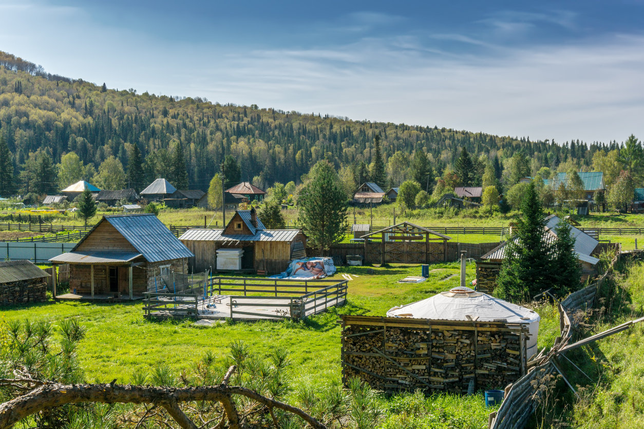 Чем отличается поселок от деревни, в чем разница?