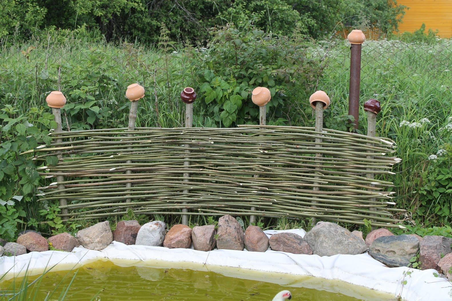 Как сделать забор плетень своими руками: инструкция +50 фото
